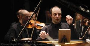 ALEXANDER MELNIKOV CON LA ORQUESTA SINFÓNICA CAMERA MUSICAE